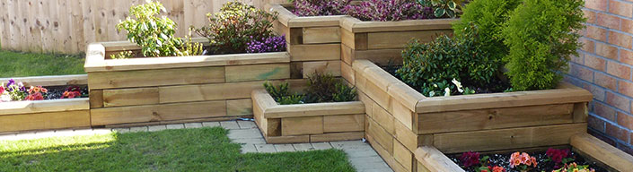 Stepper L-shaped raised bed