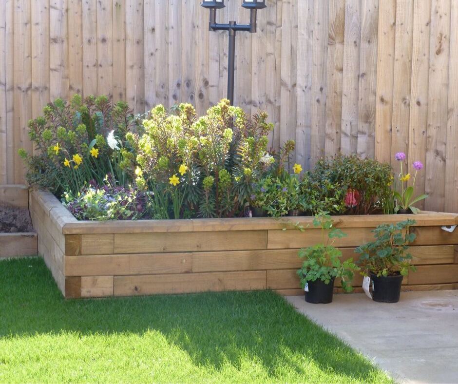 Ideas for small gardens - corner raised beds