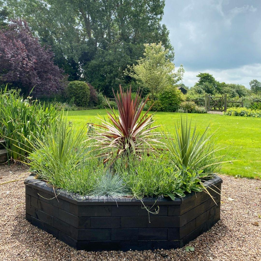 Octagon raised garden bed
